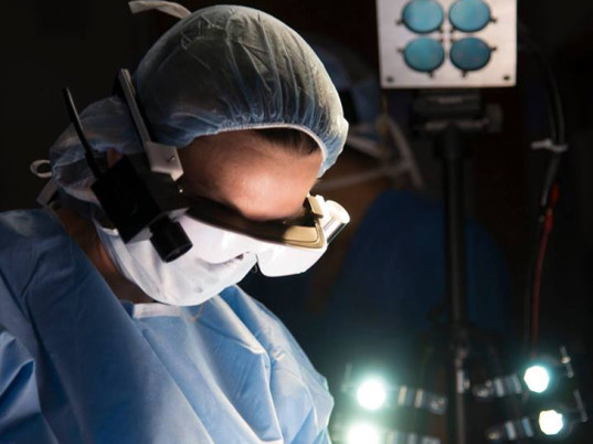 New High-tech Glasses Allow Surgeons To 'see' Cancer