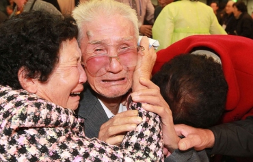 North, South Korea agree on family reunions