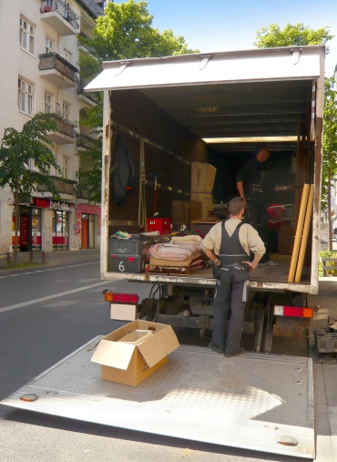 Top 4 Benefits Of Hiring A Removal Company When Immigrating