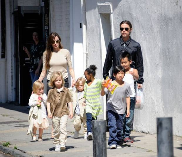 Brad Pitt, Angelina Jolie take kids to bowling