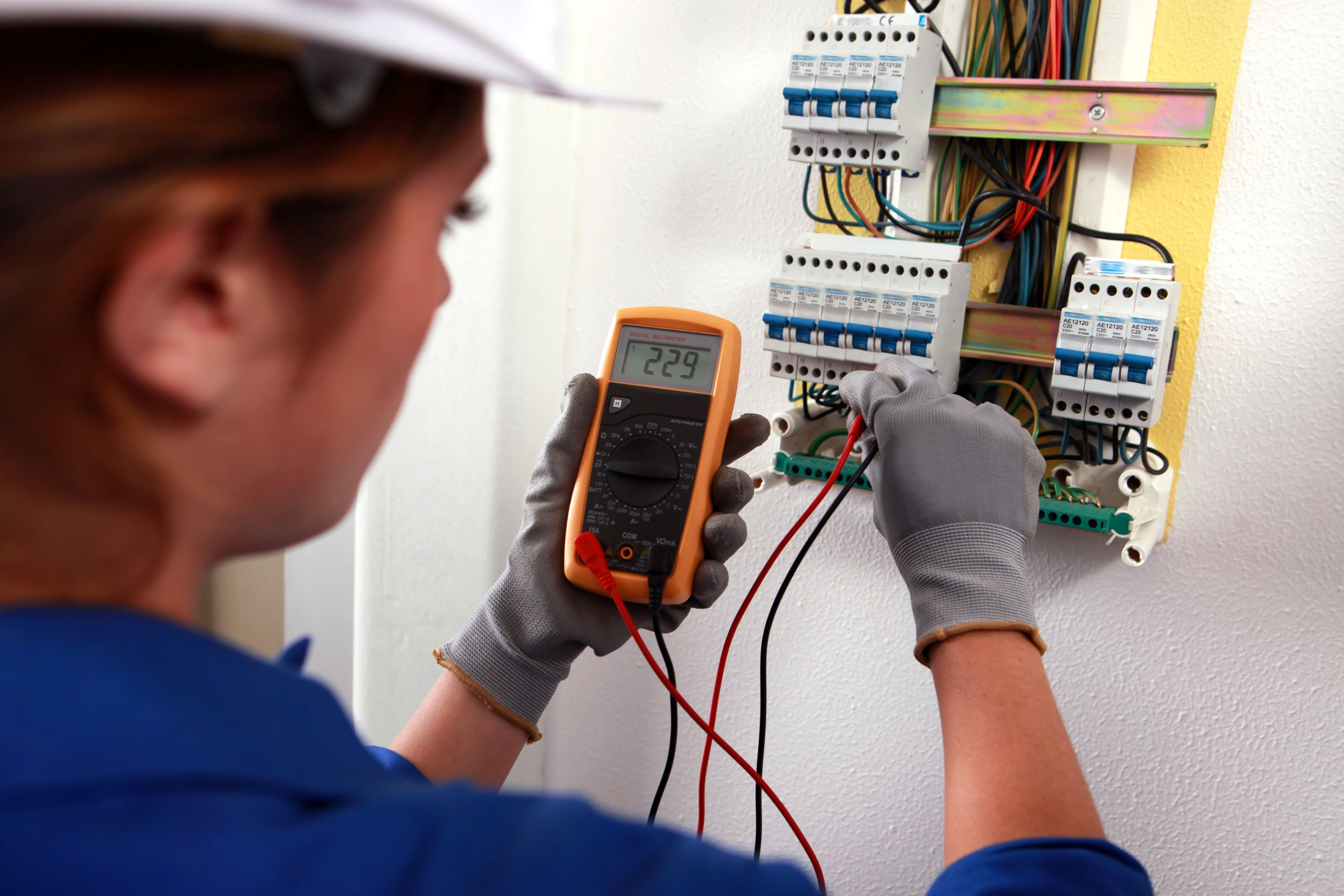 Tips To Find The Right Electrician