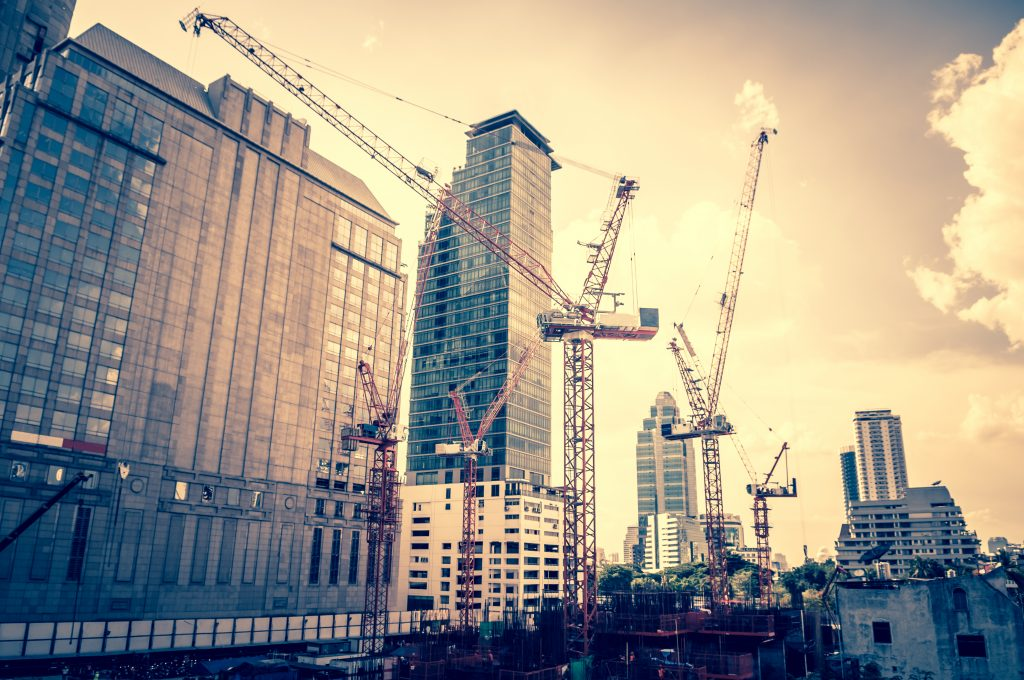 Why Commercial Construction Companies Work For Large Projects