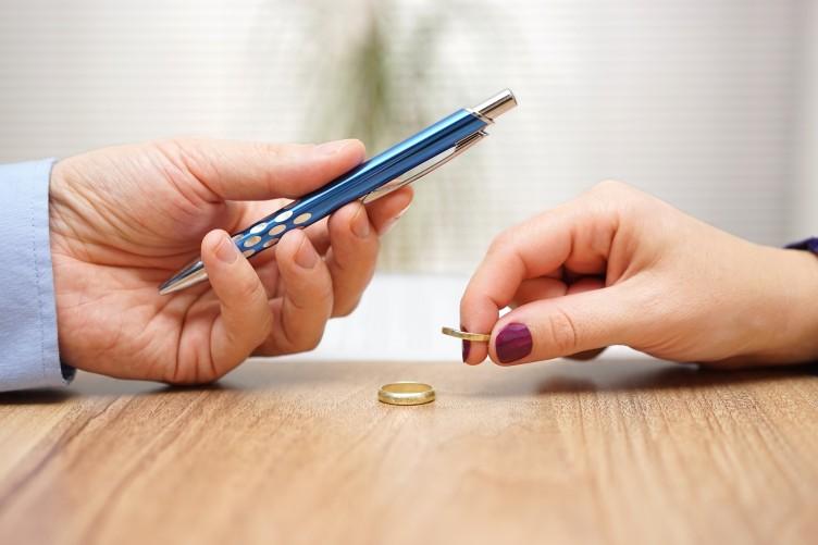UNCOM DIVORCE
