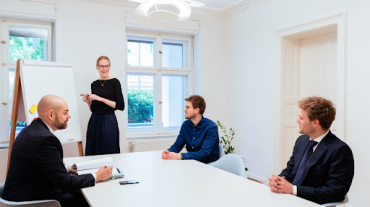 Top Benefits of Corporate Lawyers for Your Business